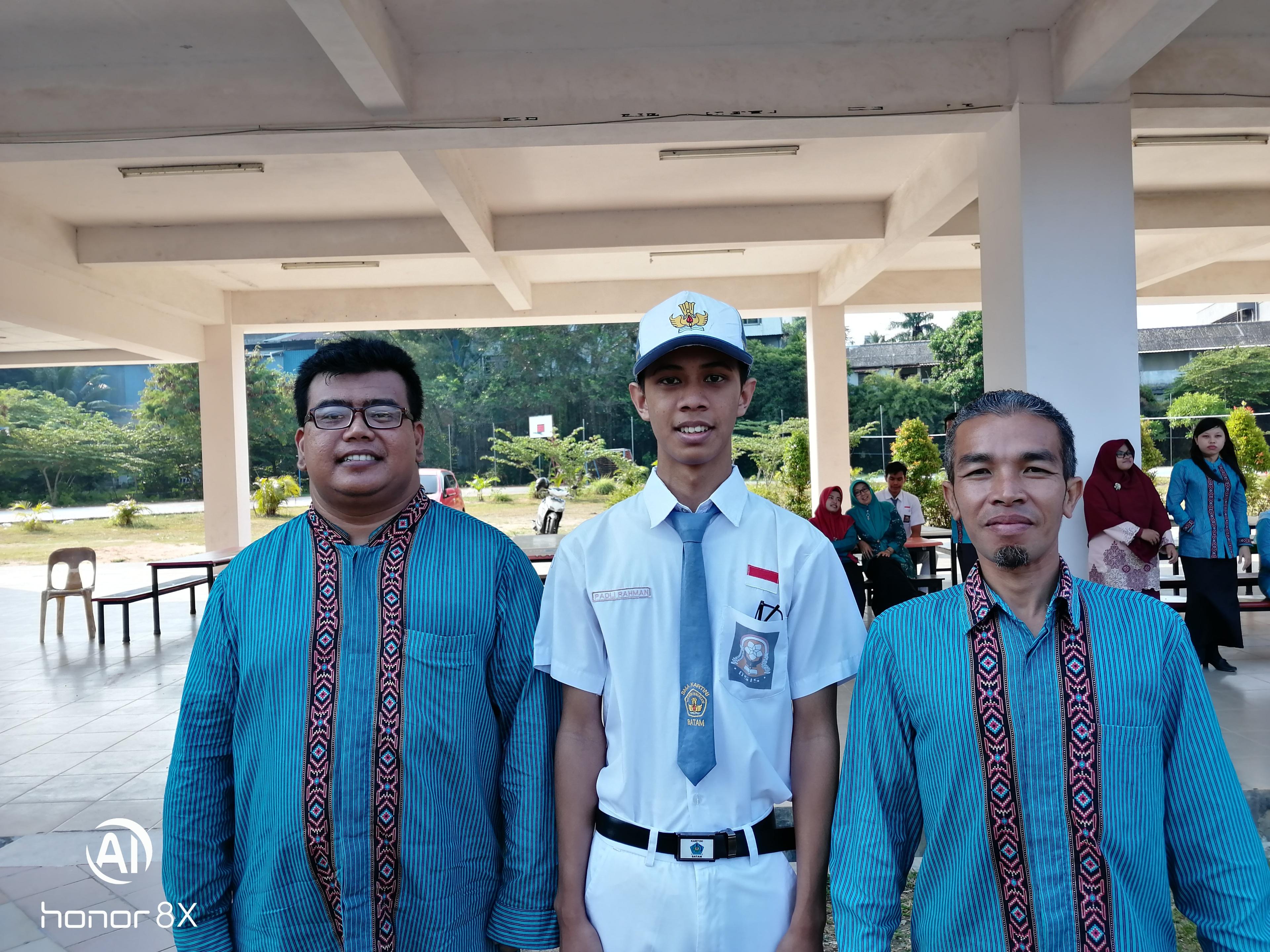Padli Rahman bersama guru pembina Lawatan Sejarah 2019